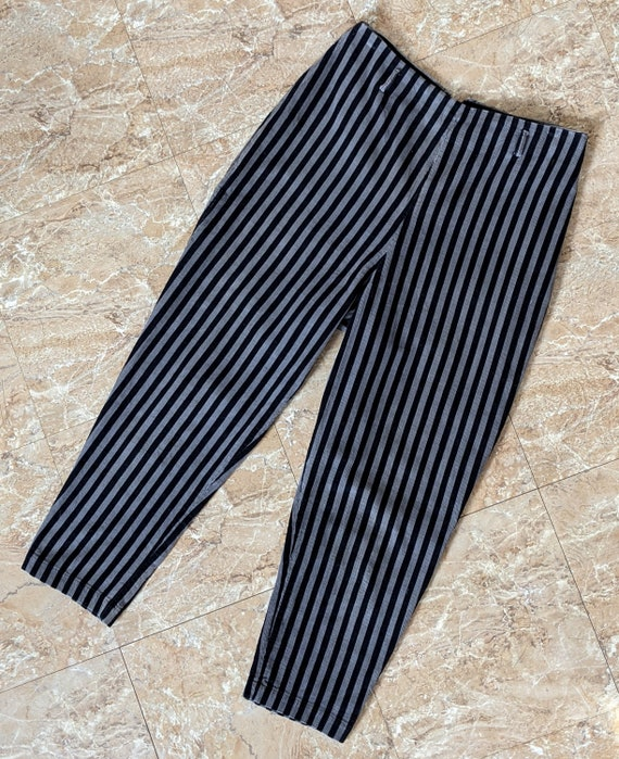 Sassy Stripes! Totally Adorable 1950s Capri Pants