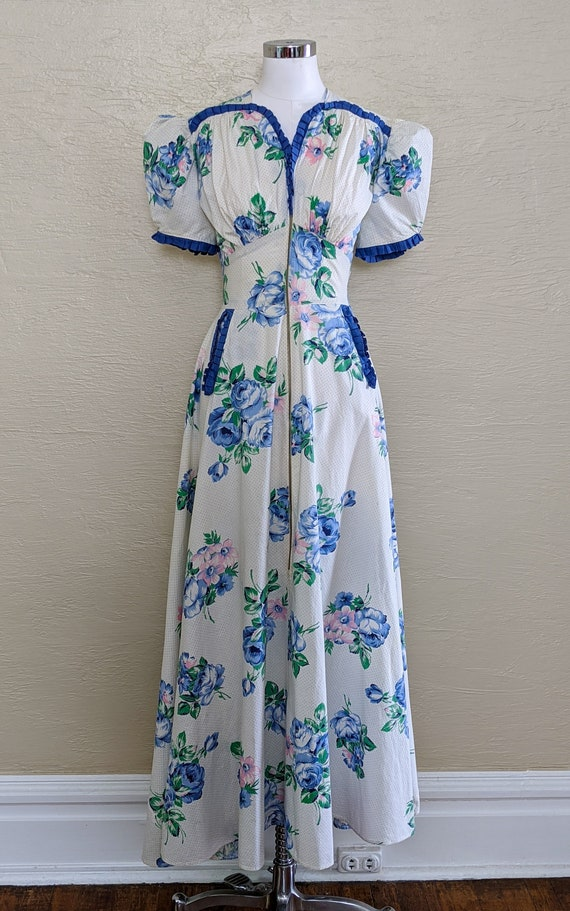 Outstanding! 1940s Cabbage Rose Housecoat - Hostes