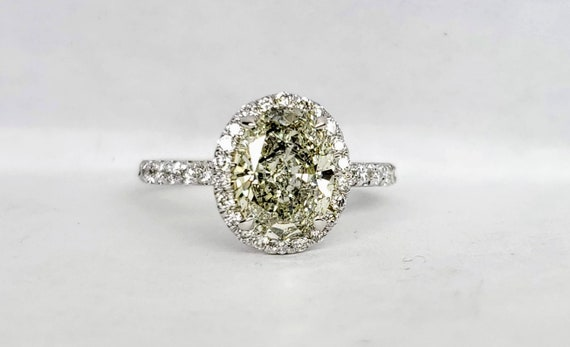 1.61 carat Oval Diamond Engagement ring in white gold