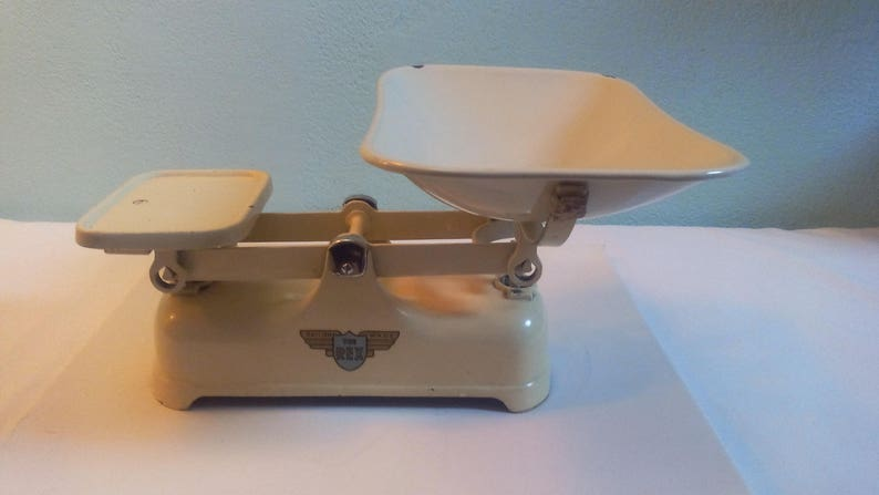 Beautiful old scale The Rex enamelled color ivory  vintage  by weylux  antique  Cast