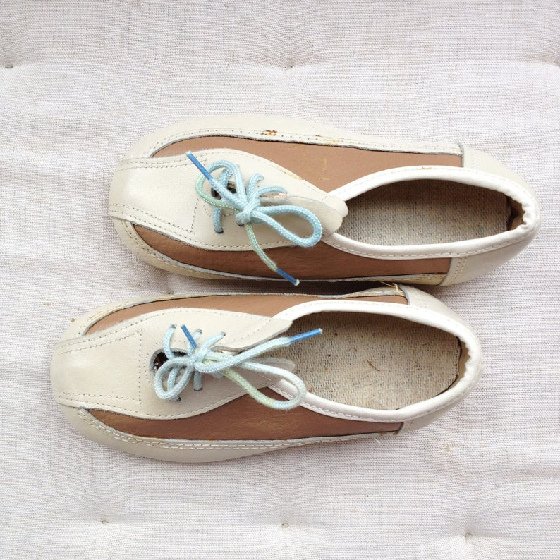 Kids shoes 10 US. Beige eco leather girls loafers. Vintage image 0