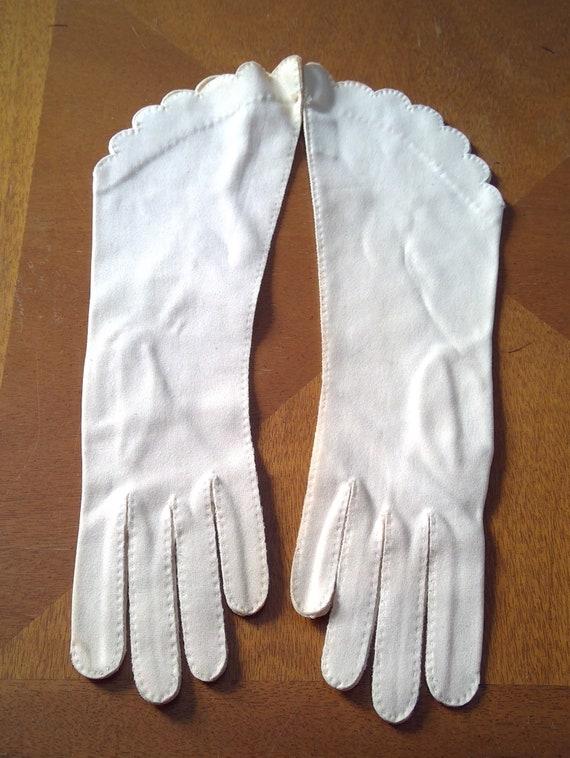 vintage Lilly Dache gloves scalloped cuffs gauntle