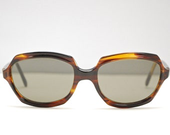 fa461b0f7a0 1950 s 60 s Women s IMPERIAL Tortoise Sunglasses   Glass Lenses    Midcentury   Rockabilly   Made in Italy   Rare Collectable Retro  1726