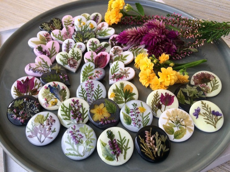 convention gifts spring theme Botanical floral jewelry  with real dried leaves and flowers