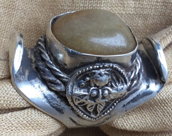 Tibetan Saddle ring with Avanturijn