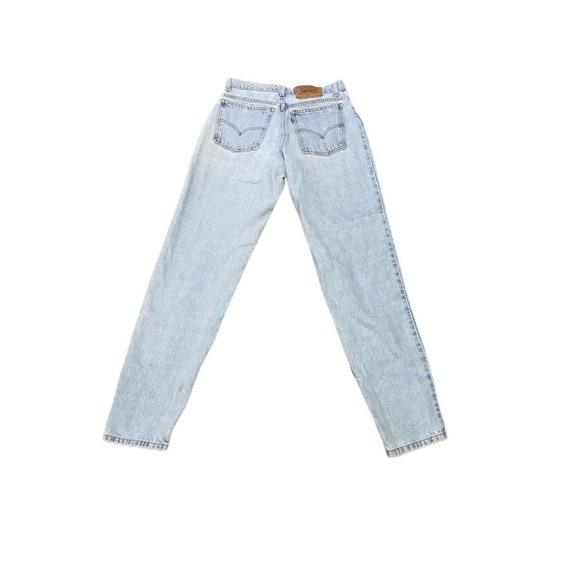 Vintage 950 high waisted mom Levis Jeans - image 2