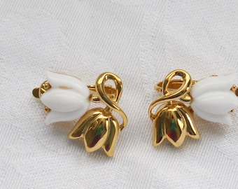 BNE # 105 Trifari Vintage Gold Tone and White Tulips Clip On Earrings Signed