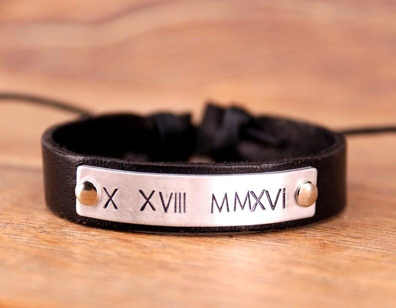 eac987c9c8d3 Pulsera de números romanos grabados hombres pulsera de