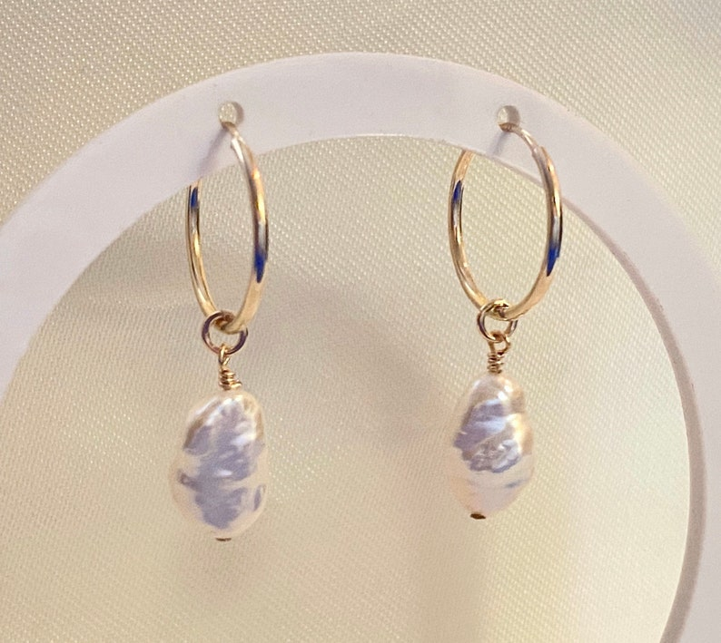 Pearl Hoop Earrings Ear Huggies Zoom earrings Hoop Earrings with Keshi pearl Real Pearl Earrings Dainty Gold Hoop earrings