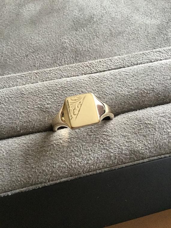 Gents gold signet ring, vintage gold signet ring,e