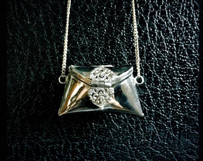 Vintage Purse Necklace | Purse Locket | Keepsake Pendant | Silver Tone | Black Velvet Lining
