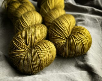 Intenso* 100% BFL / hand dyed yarn / superwash / Fingering Weight / 100 grams; 3.5oz / 400m; 437yards / solid colour