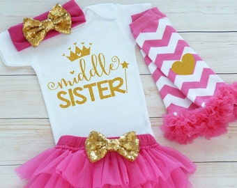 Middle Sister Shirt, Baby Bodysuit, Baby Girl Outfit, Baby Sister Shirt, Middle Sister Outfit, Baby Girl Gift, Baby Shower Outfit, Take Home