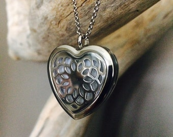 Aromatherapy Necklace, Essential Oil Necklace, Essential Oil Diffuser Necklace, Scent Locket Scent Diffuser, Healing Necklace  'Heart'
