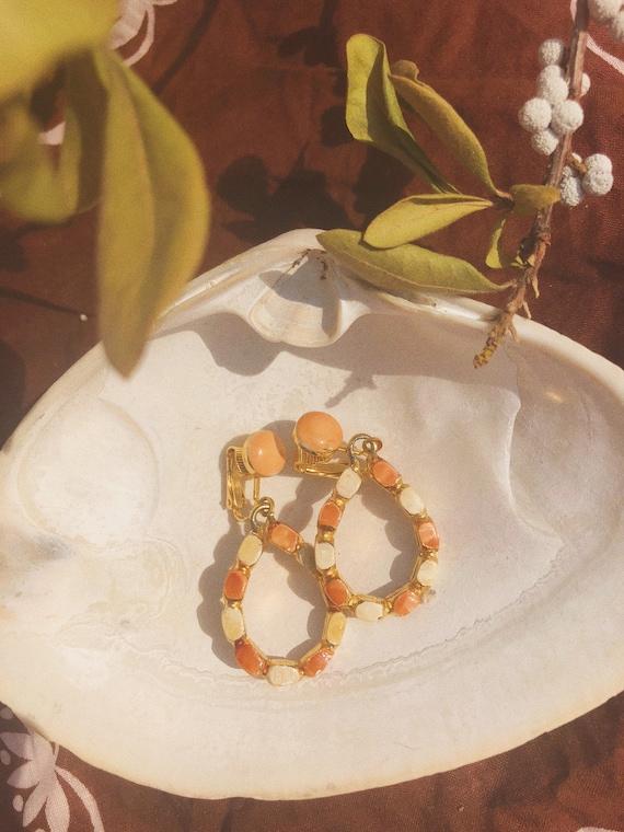Vintage Enamel Dangle Earrings Cream Floral Flower Drop Hoop NOS 90s