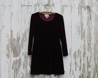 Long sleeve maroon velvet dress, scoop neck, short skirt, 1990s, high waist, Ronni Nicole Petite, polyester, 6, medium, stretchy