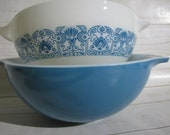 Pyrex HORIZON BLUE Cinderella Bowls Mixing Batter Bowl 444 Blue 443 White with Blue Turquoise floral, Retro Kitchenware, Vintage Decor