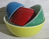 Vintage PYREX Primary Colors SET of Mixing Bowls Yellow Green Red Blue Numbered 400 Series Bowls Vintage Country Farmhouse Rustic Decor