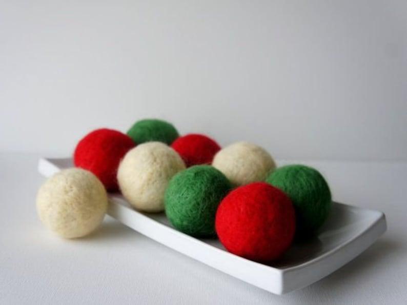 300 Pcs 2 cm Christmas Colors decoration White Red Green Pom Pom Felt Balls handmade