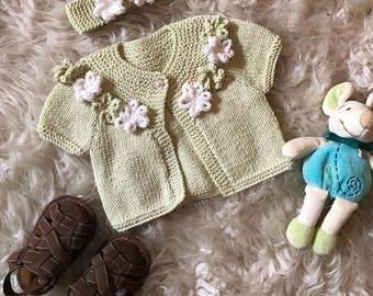 3f28b25503da Bébé cardigan en cachemire bébé tricoté à la main et bandeau assorti.  Tricoté à la main. Pull doux chaud luxe