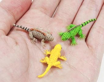 Micro crochet iguana, miniature iguana, tiny amigurumi animals
