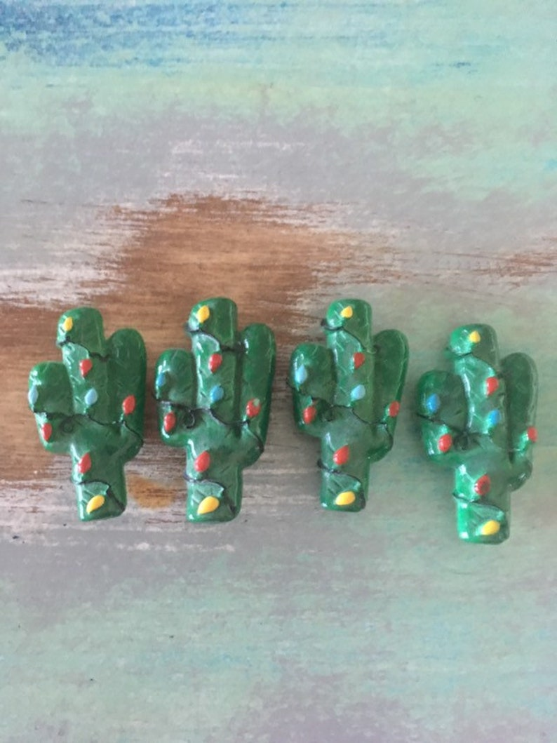 Cactus button clips