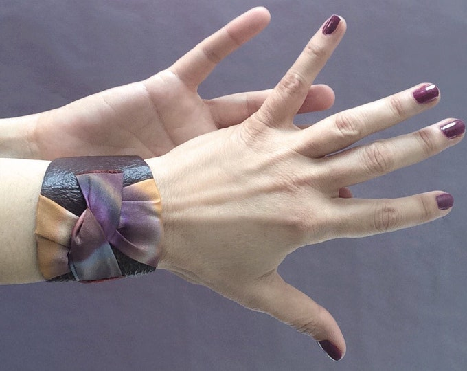Cuff bracelet in brown leather and hand-painted silk. Wrap leather bracelet. Silk jewelry... Gift for her.