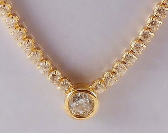Gold necklace with Solitaire Pendant