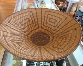 Large Pima Basket w/ Concentric Rectangles and Black Bottom