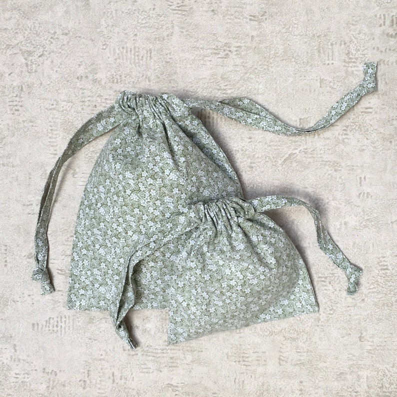 zero waste reusable pooches 4 smallbags kit in recycled khaki cotton with flowers
