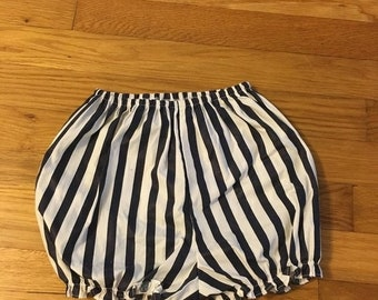 15% OFF - 1990's navy & white striped bubble shorts - size 4t