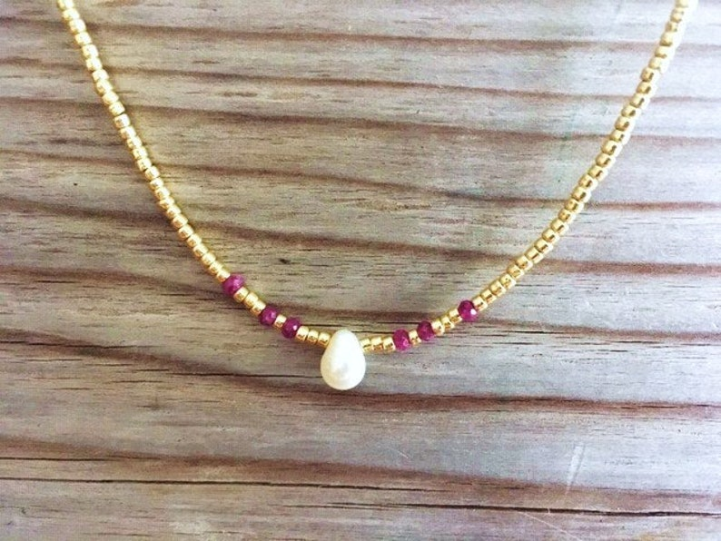 Single Pearl Necklace for Women Dainty Ruby and Pearl Choker Simple Pearl Jewelry Delicate Gemstone Beaded Necklace Seed Bead Necklace