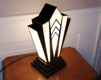 "Tiffany Art Deco Glass Lamp ""1924"" N."