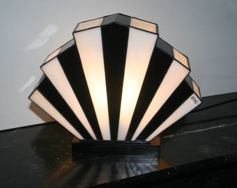 "Tiffany lamp, art deco lamp, Tiffany stained glass, ""Flabellum black and white"" posing lamp"