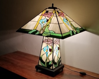 "Tiffany lamp Art Nouveau, Tiffany stained glass, ""floral"" posing lamp"
