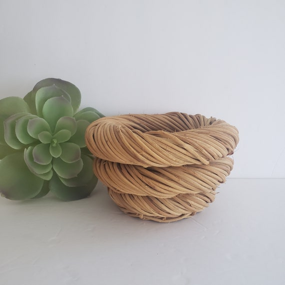 Round Spiral Wicker Basket Plant Holder
