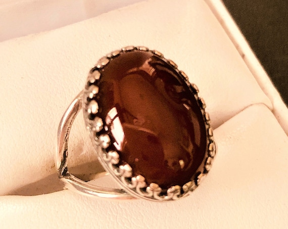 This Carnelian adjustable ring is set in a Silver-plated crown bezel.