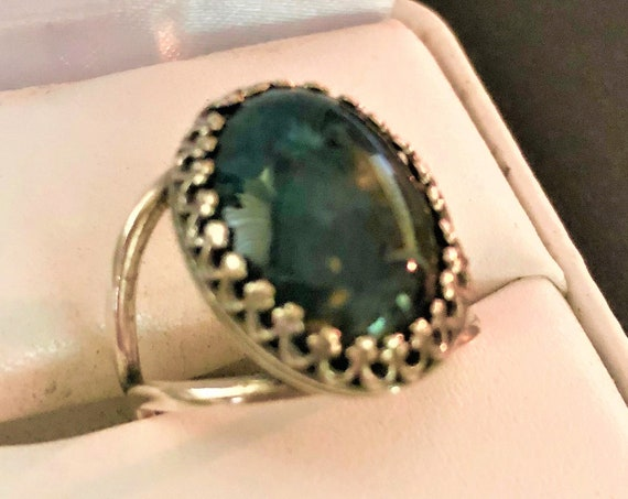 This Moss Agate adjustable ring features a Silver-plated Crown Setting.