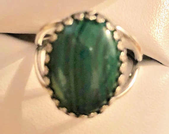 Malachite adjustable ring boasts a crown bezel silver-plated setting.