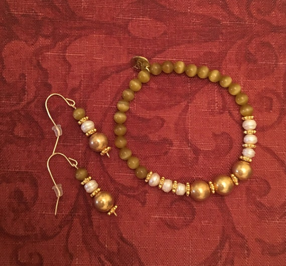 Earrings and Bracelet Set with Fresh Water Pearls and 14K Gold Filled Wire. (CUSTOM SIZE)  Pearl properties  -  Integrity, Innocence & Grace