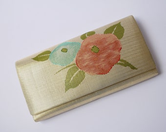 Vintage Japanese clutch bag in shiny gold with beautiful floral pattern/clutch silk bag/kimono bag/Kimono bag/Party bag