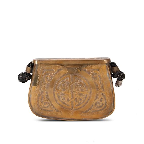 Box clutch in golden brass