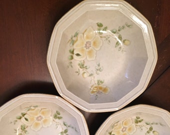 Mikasa Avante Venezia Set of 3 Soup Cereal Bowls - Ivory Yellow Flowers 10 sides - Stoneware