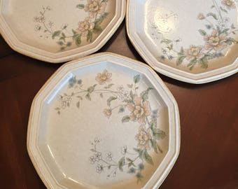 Mikasa Avante Napoli FE 903 Dinner Plates (Set of 3) Polygon - 10 Sided Plates Ivory Blue Yellow Floral Pattern