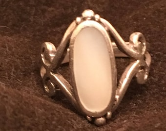 Mother of Pearl Oval Stone in Sterling Silver - Women's Size 5.75