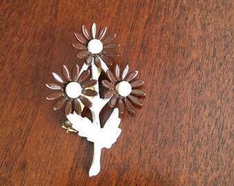 Vintage Multi Flower Brown and White Enamel Flower Brooch / Pin  - Flower Spray