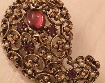 Vintage JJ Paisley Gold Tone Shaped Brooch with one Large Rose Stone and several smaller rose colored stones and seed pearls