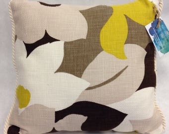 Floral decorative pillow