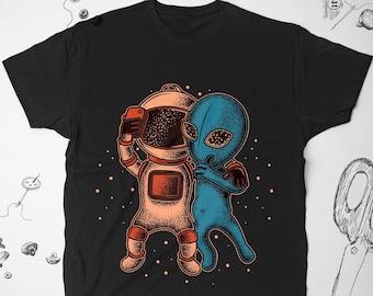 564d50225 Alien shirt Vintage Men Women Girl tee t shirt tshirt Funny Space Graphic  shirt Unisex Guy Astronaut Selfie Cute shirt Gift idea for him her