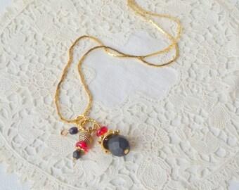 "Gold Tone Dangle Pendant Necklace Vintage Gold choker, Gold Necklace 15 3/4"" Gold Chain Necklace, Vintage 70's, Costume Retro Gold Necklace"